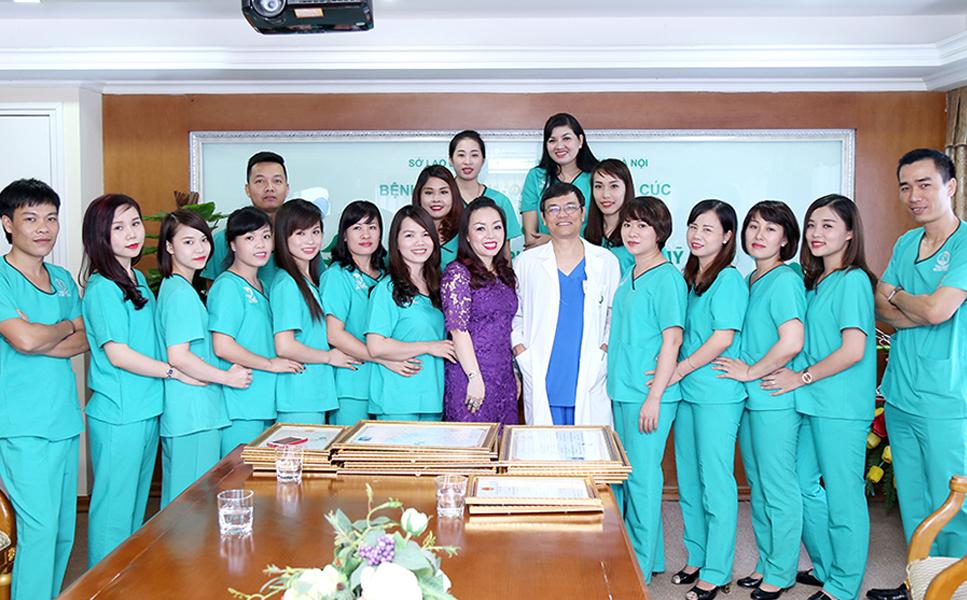 may đồng phục bệnh viện