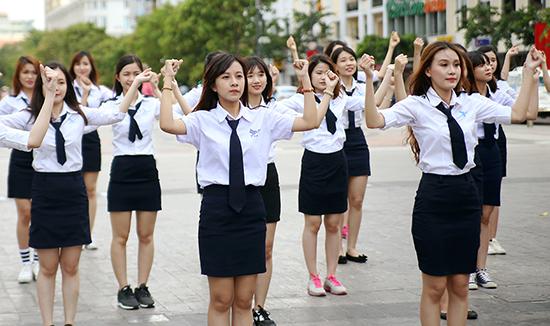 may đồng phục học sinh đẹp